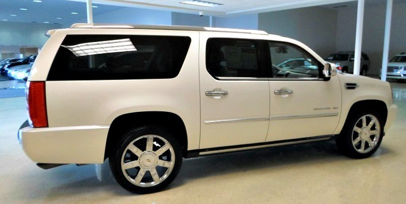 pre owned vehicle of the week 2011 cadillac escalade esv. Black Bedroom Furniture Sets. Home Design Ideas