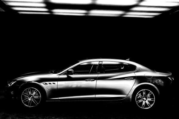 MASERATI & ERMENEGILDO ZEGNA Celebrate the One of 100 MASERATI QUATTROPORTE ZEGNALimited Edition